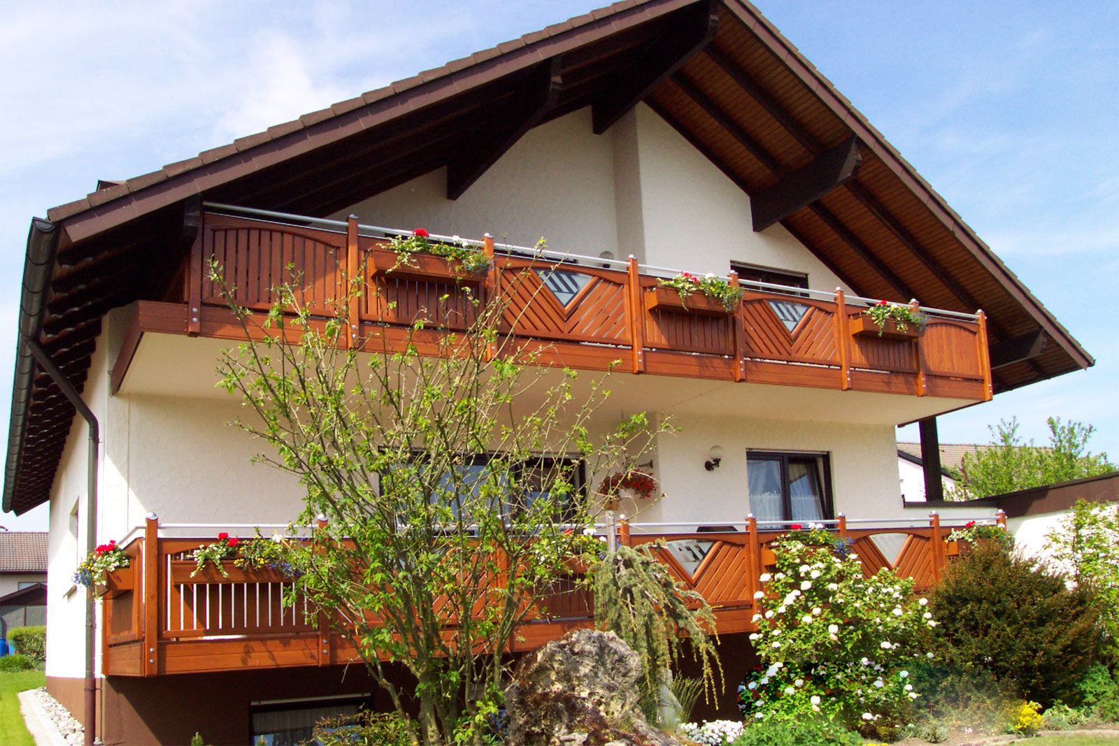 Linder balkone z une alu alubalkone alu balkonanbauten alu berdachungen holz liba alu system - Couchtische holz mit glaseinlage ...